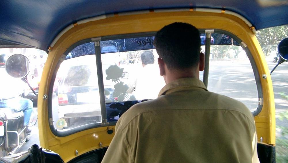 मुंबई: रिक्शा ड्राइवर ने 19 वर्षीय युवती के सामने किया मास्टरबेशन
