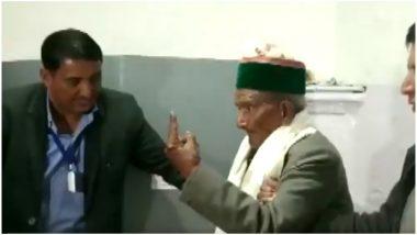 लोकसभा चुनाव 2019: आंखों से कम दिखने के बावजूद भारत के पहले मतदाता श्याम सरन नेगी ने डाला वोट, देखें Video