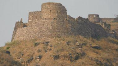 भोपाल से 50 किमी दूरी पर स्थित इस किले में आज भी मौजूद है पारस पत्थर, जिसके स्पर्श से लोहा भी बन जाता है सोना
