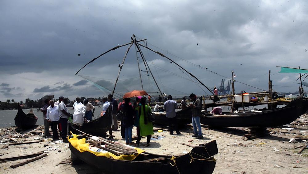 अरब सागर में चक्रवाती तूफान उठने की आशंका, महाराष्ट्र सरकार ने मछुआरों को समुद्र में ना जाने की दी सलाह