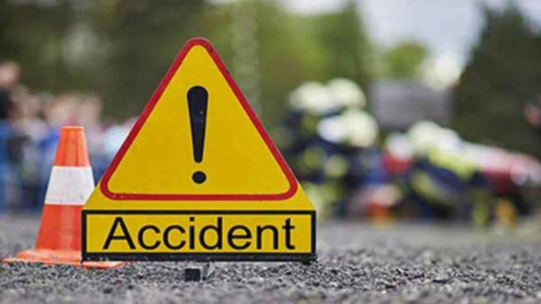यमुना एक्सप्रेस-वे पर खड़े ट्रक से टकराई लक्जरी बस, दो लोगों की मौत, दो दर्जन से अधिक घायल