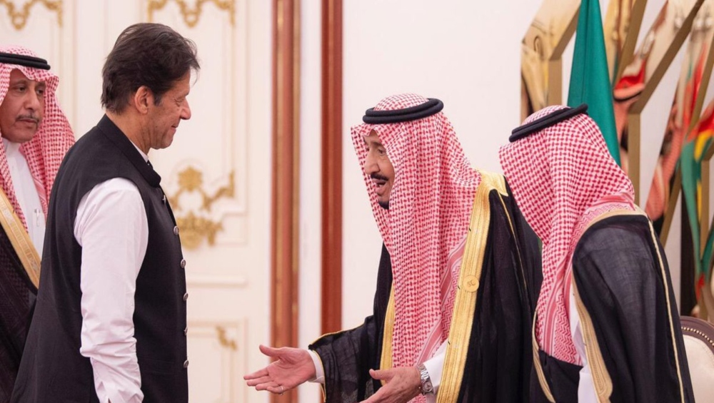 पाकिस्तान के पीएम इमरान खान ने सऊदी के क्राउन प्रिंस मोहम्मद बिन सलमान से की मुलाकात