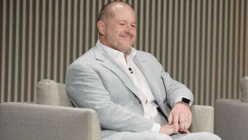 ऐपल के चीफ डिजाइन ऑफिसर Jonathan Ive ने दिया इस्तीफा, कंपनी को 9 बिलियन डॉलर का हुआ घाटा