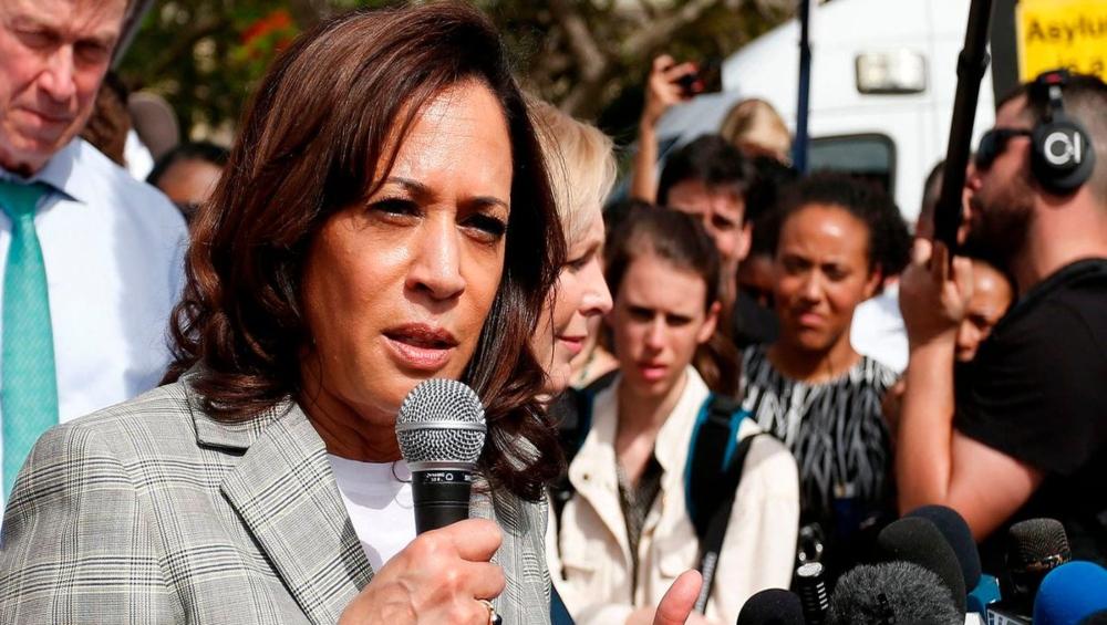 सिख कार्यकर्ताओं ने भेदभाव पूर्ण नीति के बचाव करने को लेकर डेमोक्रेट कमला हैरिस से माफी मांगने को कहा