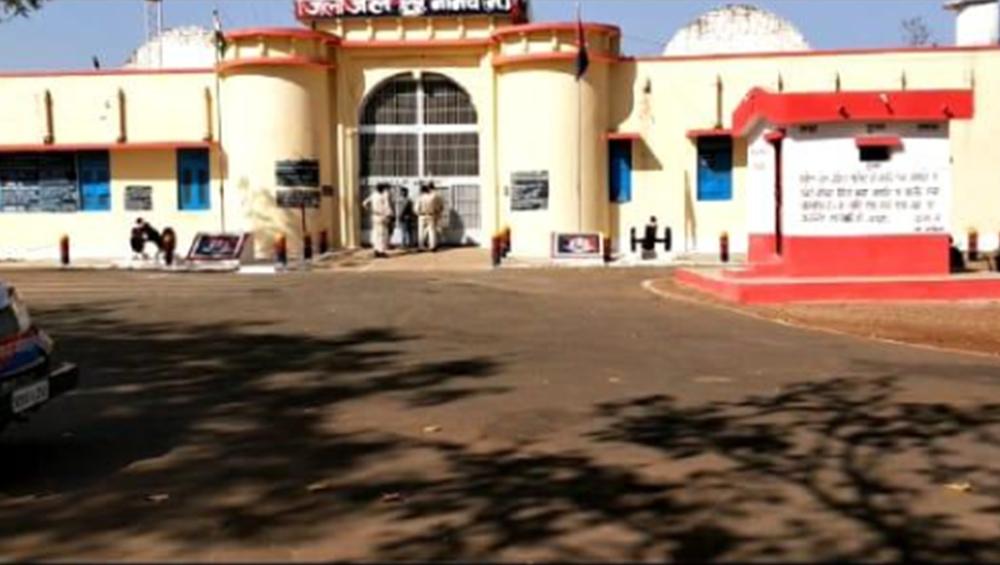 मध्यप्रदेश: नीमच जेल से 4 कैदी फरार, तलाश में जुटी पुलिस- मचा हड़कंप
