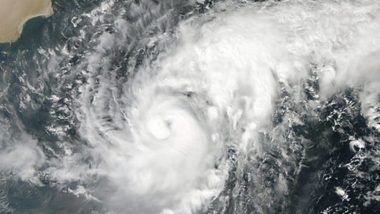 भारी बारिश के बीच कोरियाई प्रायद्वीप के पास पहुंचा तूफान लिंगलिंग, कोरिया सरकार ने जारी किया अलर्ट