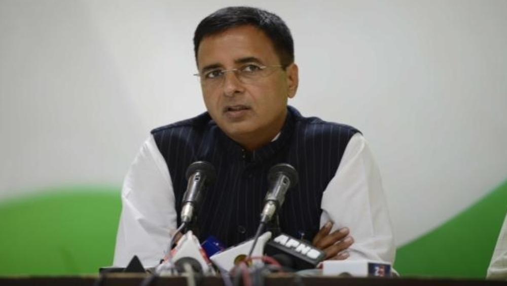 कांग्रेस प्रवक्ता रणदीप सिंह सुरजेवाला ने RTI कार्यकर्ता के बेटे की हत्या मामले में बीजेपी पर साधा निशाना