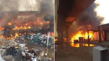 दिल्ली के कालिंदी कुंज में फर्नीचर मार्केट में लगी भीषण आग, रोकी गई मेट्रो