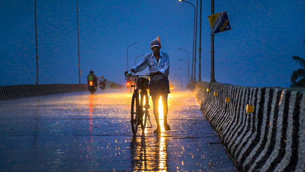 गुजरात और मध्य प्रदेश में भारी बारिश बन सकती है मुसीबत, मौसम विभाग ने 48 घंटों के लिए जारी किया अलर्ट