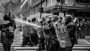 हांगकांग : चीन प्रत्यर्पण कानून के खिलाफ शांतिपूर्ण प्रदर्शन पर पुलिस ने की कार्रवाई, हिंसात्मक हुए प्रदर्शनकारी