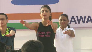 International Yoga Day 2019: बॉलीवुड अभिनेत्री शिल्पा शेट्टी ने योग कर फैन्स को किया प्रेरित, देखें तस्वीरें