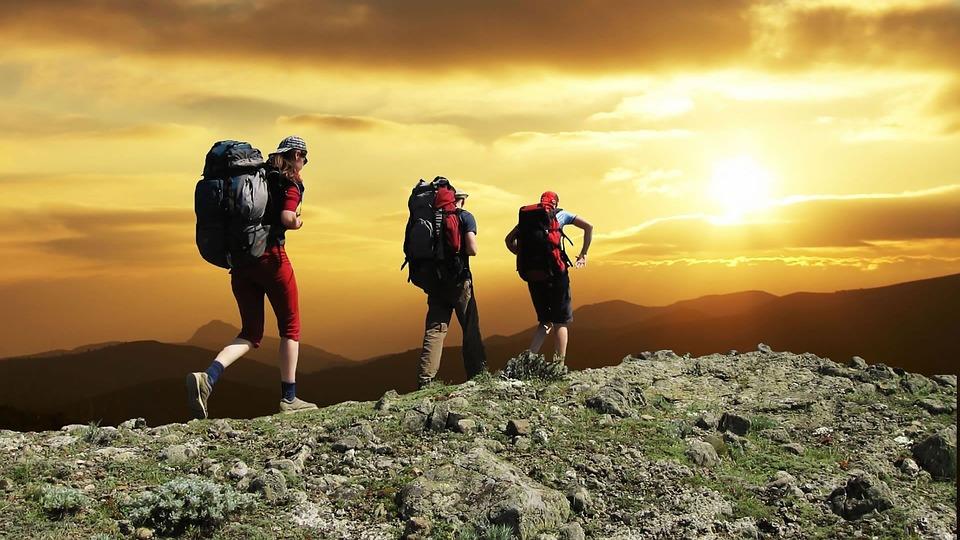 ट्रेकिंग के लिए चाहे दोस्तों के साथ जाएं या अकेले, इन बातों पर करेंगे गौर तो अच्छे से एन्जॉय कर पाएंगे ट्रिप