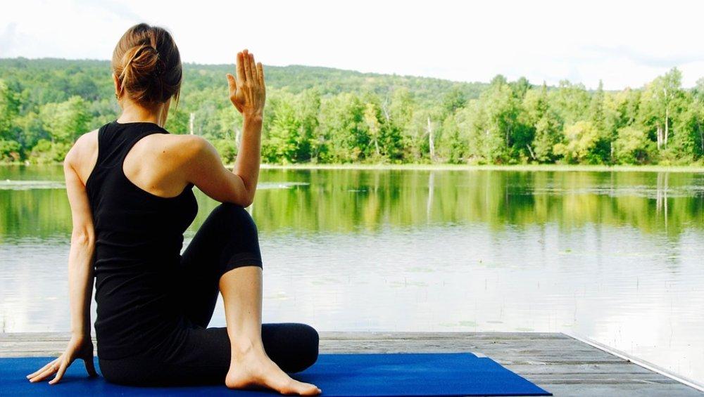 International Yoga Day 2019: योग करते समय बरतें ये 10 सावधानियां, वरना फायदे की जगह हो सकता है नुकसान
