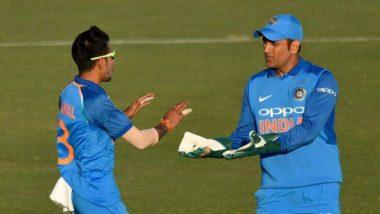 IND vs AUS, ICC Cricket World Cup 2019: धोनी ने माना आईसीसी का फैसला, बिना 'बलिदान बैज' वाले दस्तानों के साथ की विकेटकीपिंग