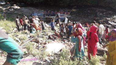 जम्मू-कश्मीर के किश्तवाड़ में भीषण सड़क हादसा: मिनी बस गहरी खाई में गिरी, 35 लोगों की मौत और 17 घायल