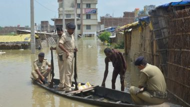 बिहार: थाने में घुसा बाढ़ का पानी, आने-जाने के लिए नाव लिया जा रहा है सहारा