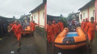 महाराष्ट्र: बारिश के पानी में फंसी 2000 यात्रियों को ले जा रही महालक्ष्मी एक्सप्रेस, बचाव के लिए पहुंची नावें