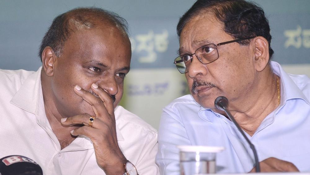 कर्नाटक में सियासी ड्रामा जारी: बीजेपी ने किया बहुमत होने का दावा, कुछ देर में विधानसभा अध्यक्ष करेंगे फैसला