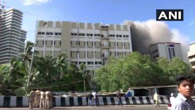मुंबई: बांद्रा स्थित MTNL बिल्डिंग में भीषण आग, टेरेस पर फंसे करीब 100 लोग, बचाव कार्य जारी