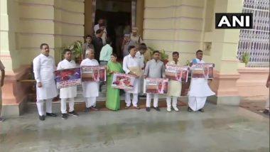 चमकी बुखार से हुई बच्चों की मौत पर बिहार विधानमंडल के बाहर विपक्षियों ने किया हंगामा, की स्वास्थ्य मंत्री मंगल पांडेय के इस्तीफे की मांग