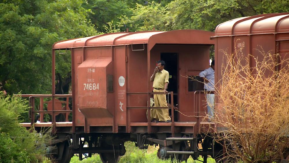 7th Pay Commission: रेलवे ने इन अफसरों का दिया तगड़ा प्रमोशन, सैलरी में होगी बंपर बढ़ोतरी