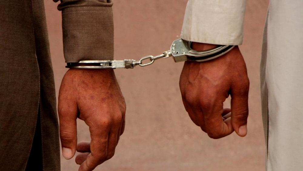 उत्तर प्रदेश: नाबालिग छात्रा से अश्लील हरकत के लिए 2 युवक गिरफ्तार, तीसरे युवक की तलाश जारी