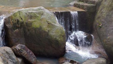 अजब-गजब: झारखंड के इस गांव में पानी को सिखाया जाता है रेंगना, पीएम मोदी भी कर चुके हैं तारीफ