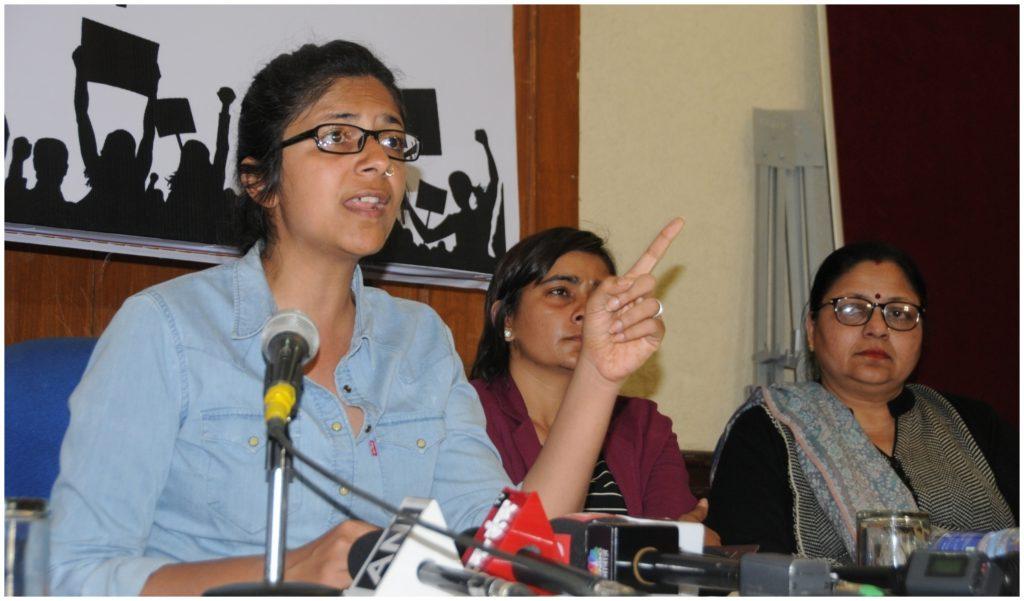उन्नाव कार हादसा: दिल्ली महिला आयोग की अध्यक्ष स्वाती मालीवाल ने पीड़िता से की मुलाकात, कहा- पूरा देश आपके साथ