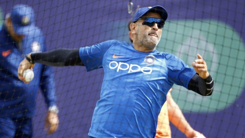 ICC Cricket World Cup 2019 : टीम अधिकारी ने महेंद्र सिंह धोनी लगी चोट पर दिया बयान, कहा- उनका अंगूठा ठीक, वह एक योद्धा हैं