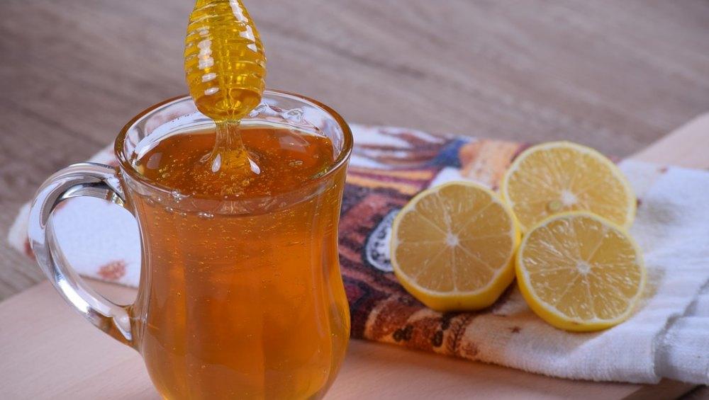 रोजाना गर्म पानी में शहद और नींबू मिलाकर पीएं, सेहत को होंगे ये हैरान करने वाले फायदे