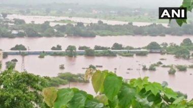 महाराष्ट्र: बारिश में फंसी 2000 यात्रियों को ले जा रही महालक्ष्मी एक्सप्रेस, नौसेना के 8 बचाव दल मौके पर, रेस्क्यू ऑपरेशन जारी