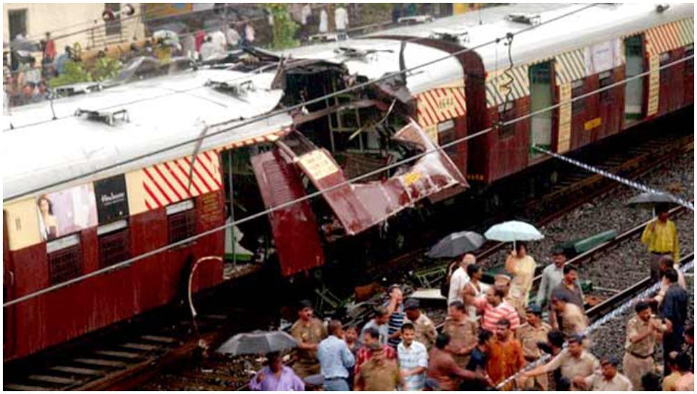 2006 मुंबई ट्रेन ब्लास्ट की 13वीं बरसी: 11 जुलाई को लोकल ट्रेनों में हुए थे  सीरियल ब्लास्ट, हुई थीं 150 से ज्यादा मौतें | 🇮🇳 LatestLY हिन्दी