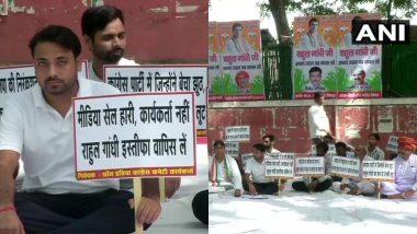 दिल्ली: भूख हड़ताल पर बैठे कांग्रेस के कार्यकर्ता, पार्टी अध्यक्ष पद से राहुल गांधी के इस्तीफे को वापस लेने की मांग