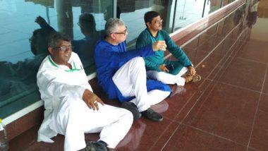 सोनभद्र हत्याकांड मामले में सियासत हुई तेज, पीड़ित परिवार से मिलने जा रहे TMC नेताओं को वाराणसी एयरपोर्ट पर हिरासत में लिया गया