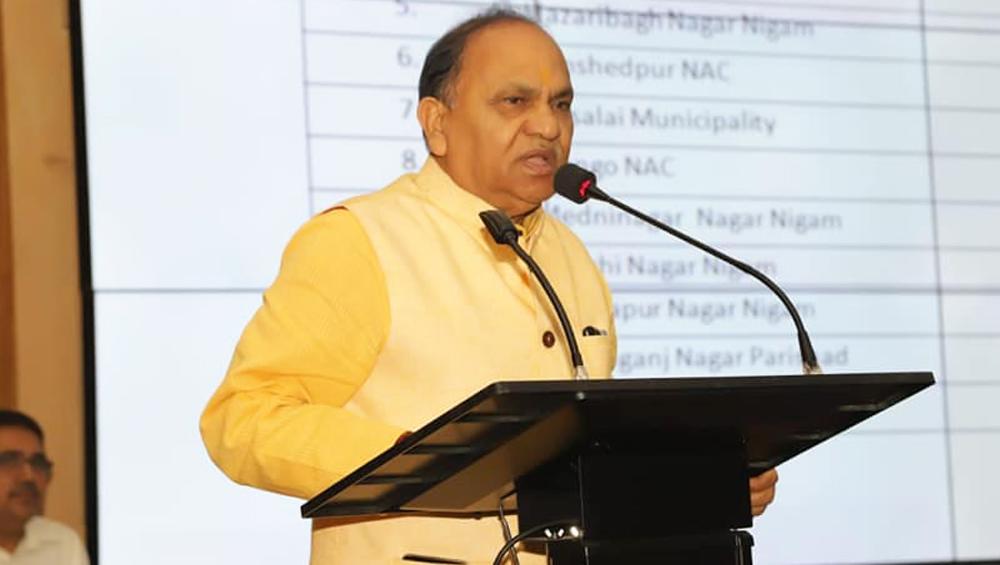 झारखंड सरकार के परिवहन मंत्री सीपी सिंह ने तोड़ा ट्रैफिक नियम, चालान कटने पर भरना पड़ा जुर्माना