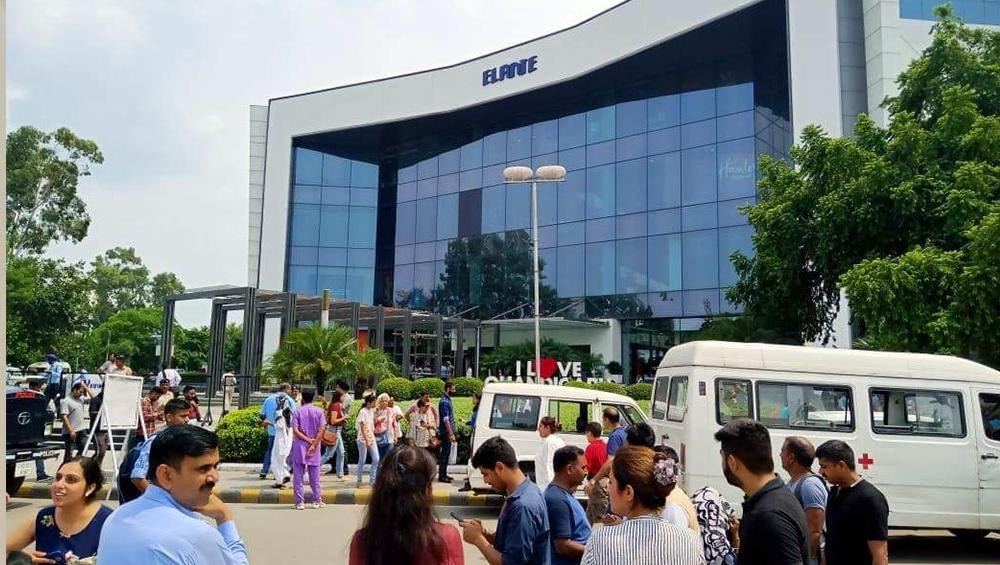 चंडीगढ़: एलांते मॉल में बम होने की खबर से मचा हड़कंप, पुलिस ने पूरे इलाके को किया सील
