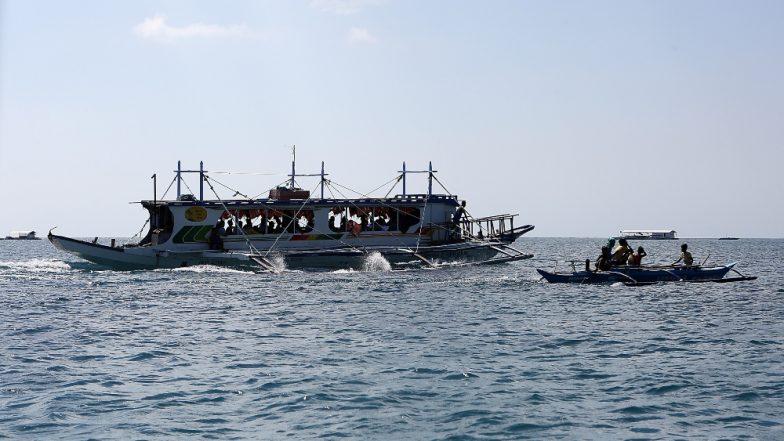 फिलीपींस: नाव में आग लगने से एक बच्चे समेत 3 की हुई मौत, 69 लापता