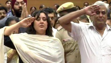 अलविदा सुषमा स्वराज: पार्थिव शरीर को पति-बेटी ने सलाम कर के दी अंतिम विदाई, भर आए आंखो में आंसू