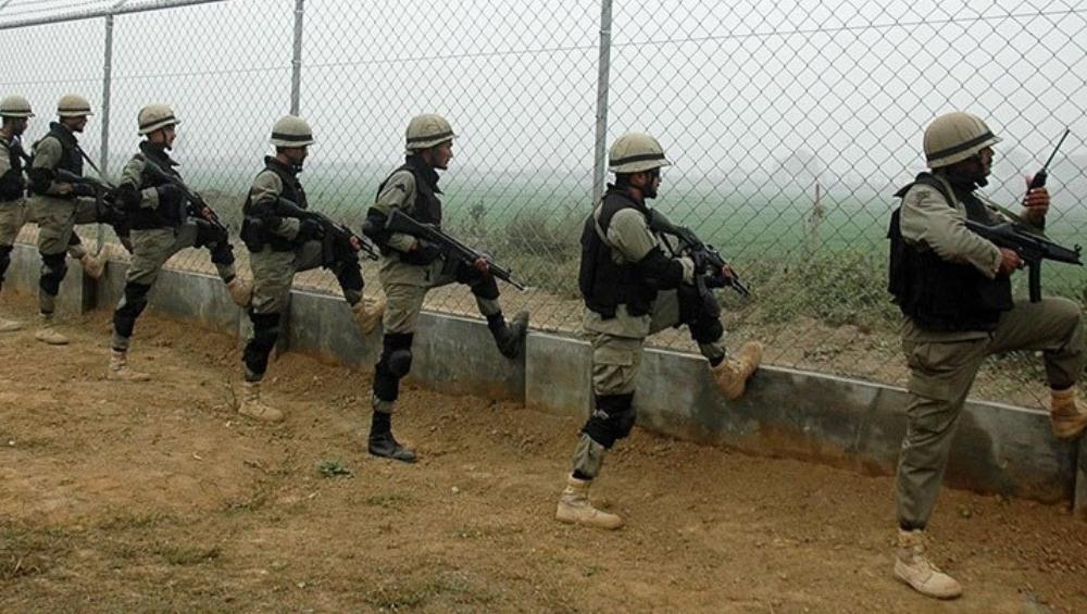 कश्मीर पर तनाव के बीच पाकिस्तान ने LoC पर बढाई जवानों की संख्या, Pak पत्रकारों ने किया दावा