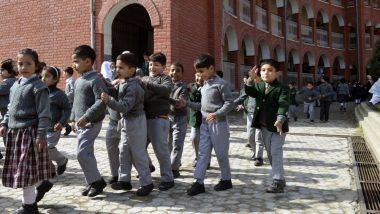 कश्मीर में तेजी से सुधर रहे हालात, आज से खुलेंगे हाई स्कूल, 81 पुलिस थाना क्षेत्रों से प्रतिबंध हटा