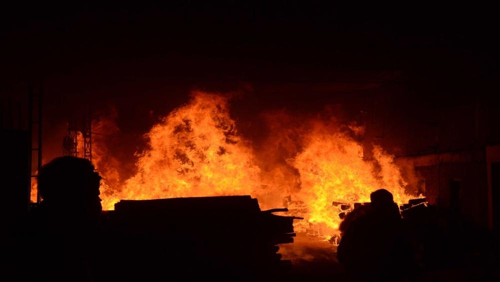 बांग्लादेश: ढाका के एक झुग्गी बस्ती में लगी भीषण आग, 50 हजार लोग हुए बेघर