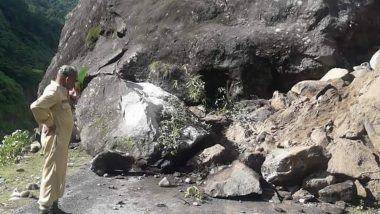 उत्तराखंड में राष्ट्रीय राजमार्ग-125 पर गिरी भारी-भरकम चट्टान, यातायात बाधित