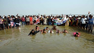 उत्तर प्रदेश: जल सत्याग्रहियों की नाव दुर्घटना के मृतकों को अर्पित की गई श्रद्धांजलि, पुल की मांग के लिए कर रहे थे सत्याग्रह