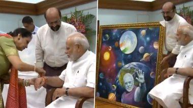 पीएम मोदी को 'पाकिस्तानी बहन' कमर मोहसिन शेख ने बांधी राखी, तोहफे में मिली पति द्वारा बनाई खास पेंटिंग
