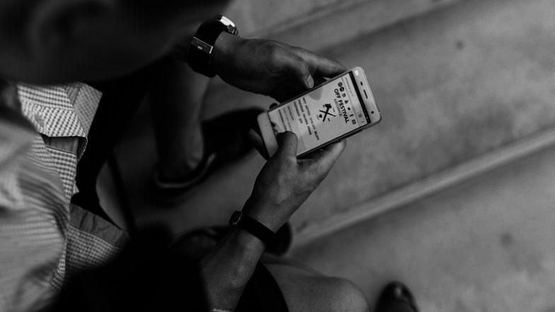 शोधकर्ताओं ने किया नया खुलासा, स्मार्टफोन पर वक्त बिताना मानसिक स्वास्थ्य के लिए उतना भी बुरा नहीं