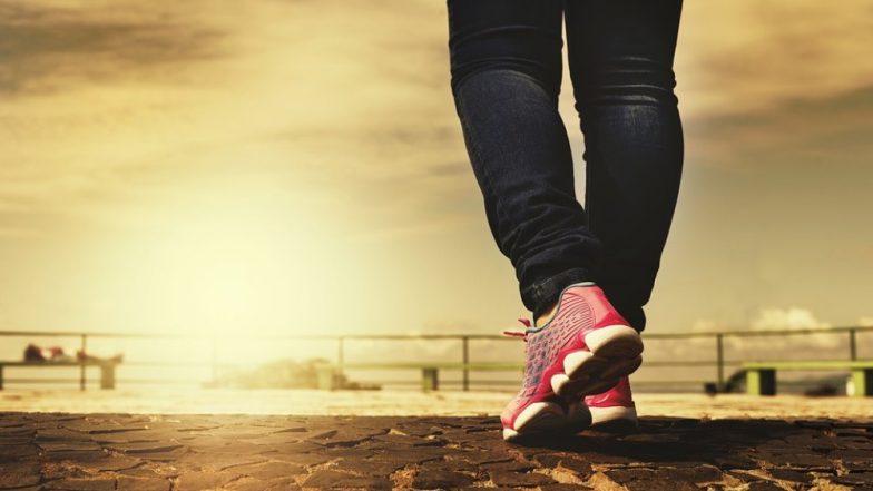 फिट रहने के लिए रोजाना कितने कदम चलना चाहिए, जानिए और पैदल चलने की डाल लीजिए आदत