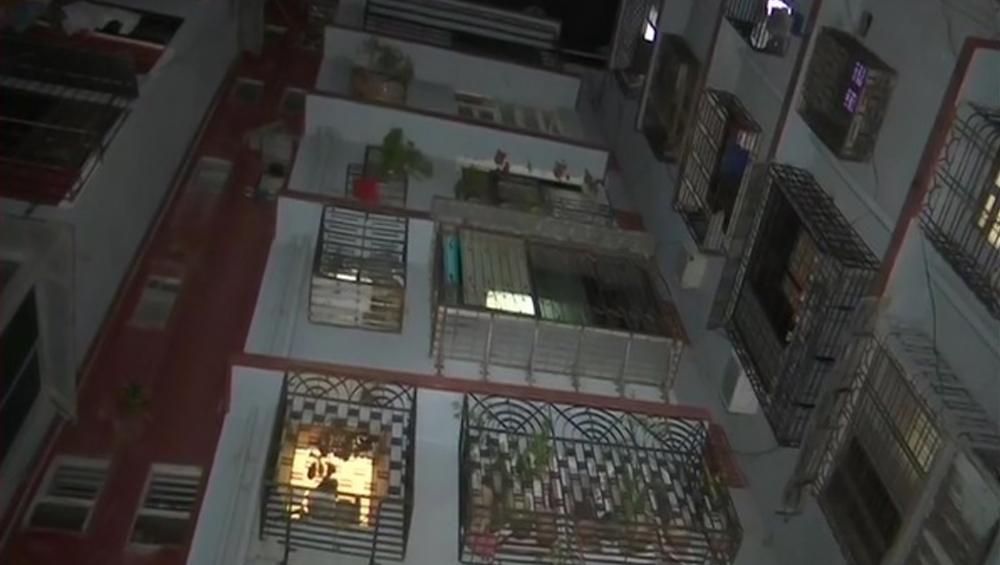 गाजियाबाद: आर्थिक तंगी से परेशान व्यक्ति ने पत्नी, 2 बेटियों की हत्या कर, बिल्डिंग से छलांग लगाकर दी जान