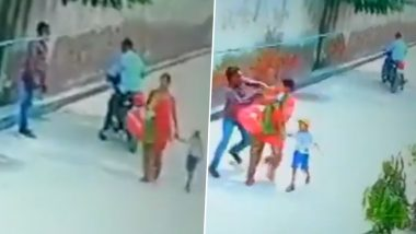 दिल्ली: छावला इलाके में दो मोटरसाइकिल सवार महिला की चेन छीनकर फरार, देखें वीडियो