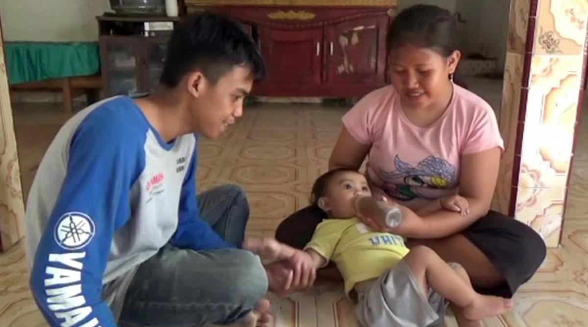 इंडोनेशिया: मां 14 महीने की बेटी को रोज पिलाती है 5 बोतल कॉफ़ी, वजह जानकर हो जाएंगे हैरान, देखें वायरल वीडियो
