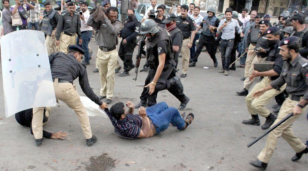 पाकिस्तान ने दंगे के शिकार हिंदू प्रिंसिपल नोटन लाल को ही बनाया आरोपी, ईश-निंदा का केस दर्ज कर किया गिरफ्तार
